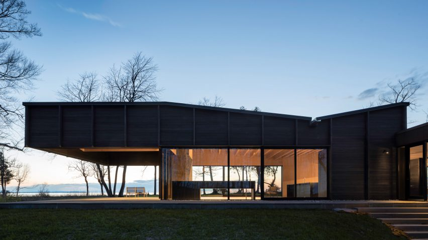 Desai Chiau0027s Michigan Lake House Features A Roof That Cantilevers Over A  Patio