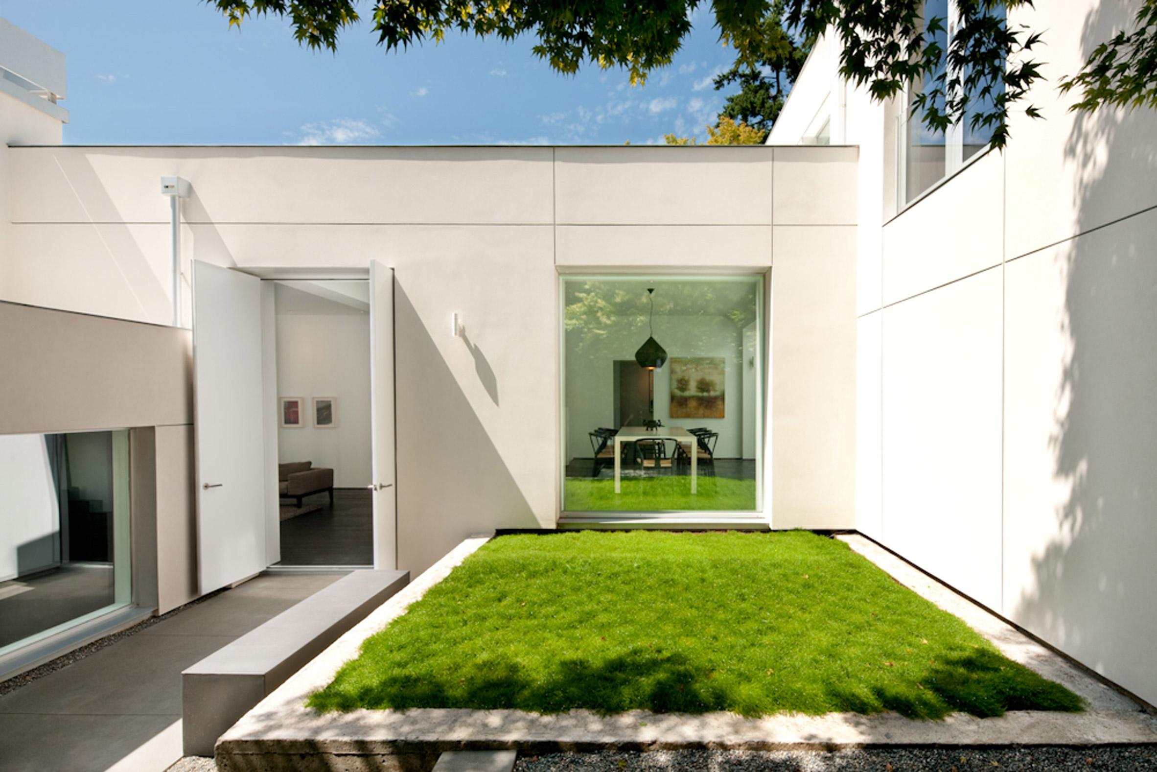 SkB Architects imbues Washington residence with art gallery aesthetic