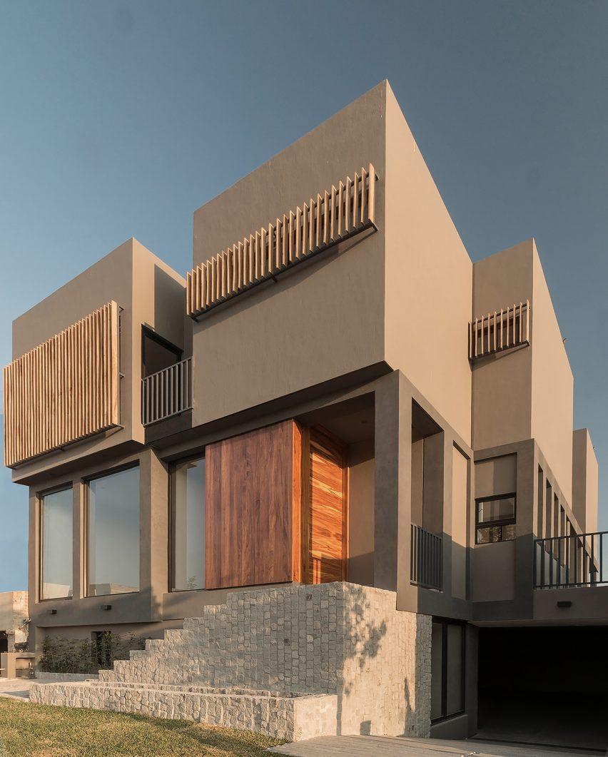 Puerta Lomas House by santoscreativos