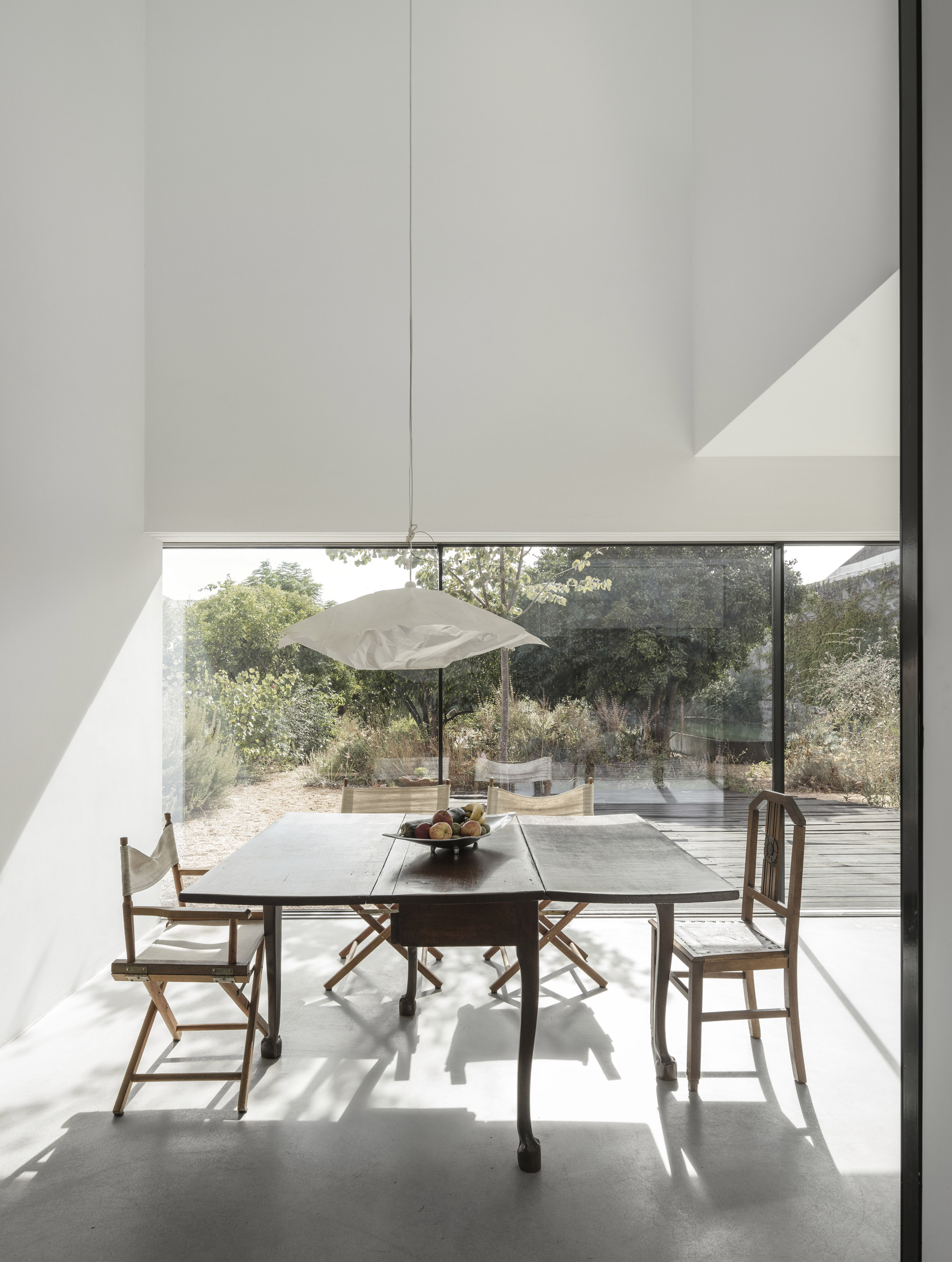 Red House winery by Extrastudio