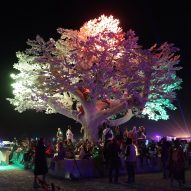Tree of Ténéré responds to Burning Man attendees with light patterns