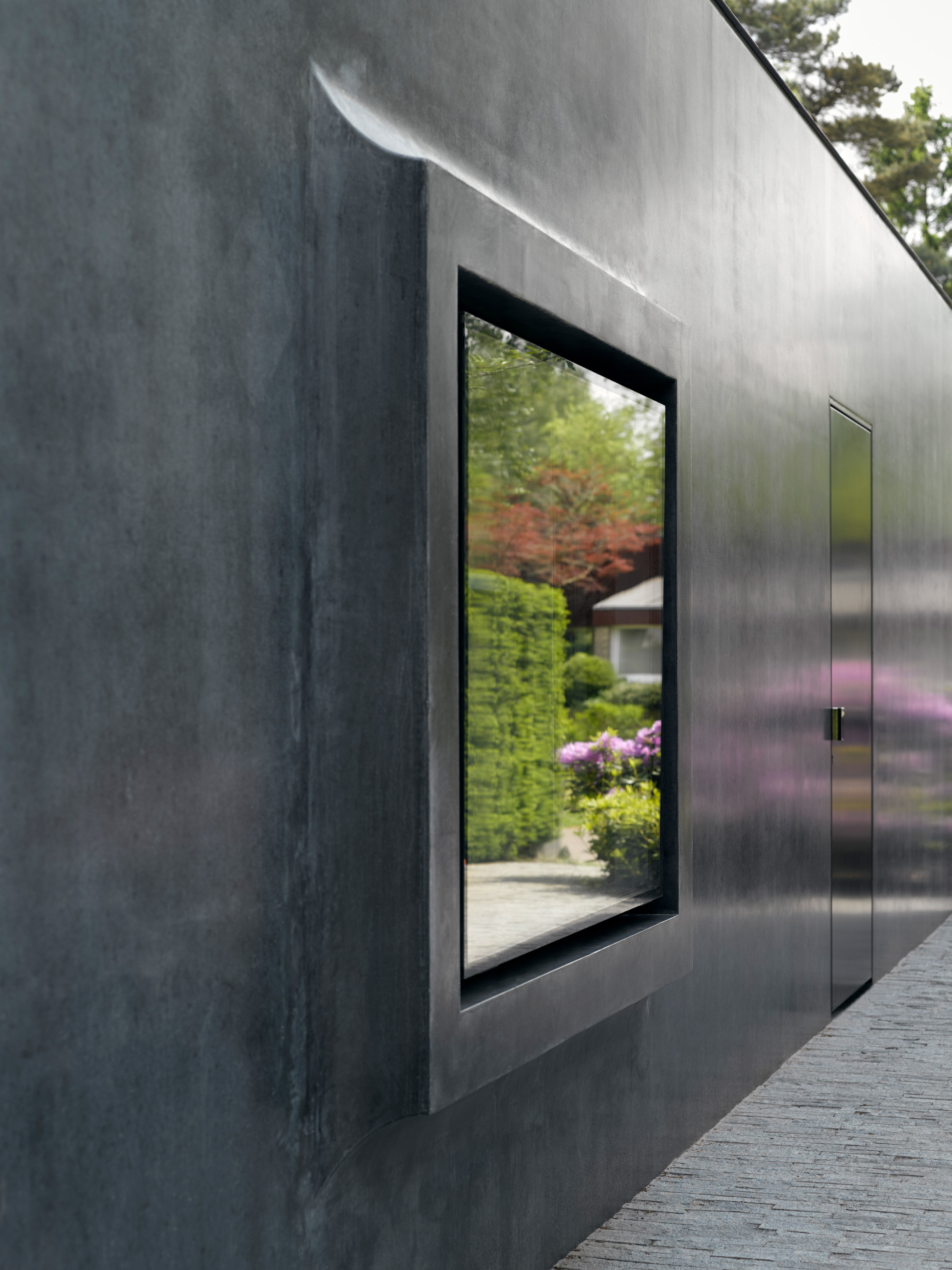 Villa x is a dutch house with windows that protrude inwards and outwards - The house with protruding windows ...
