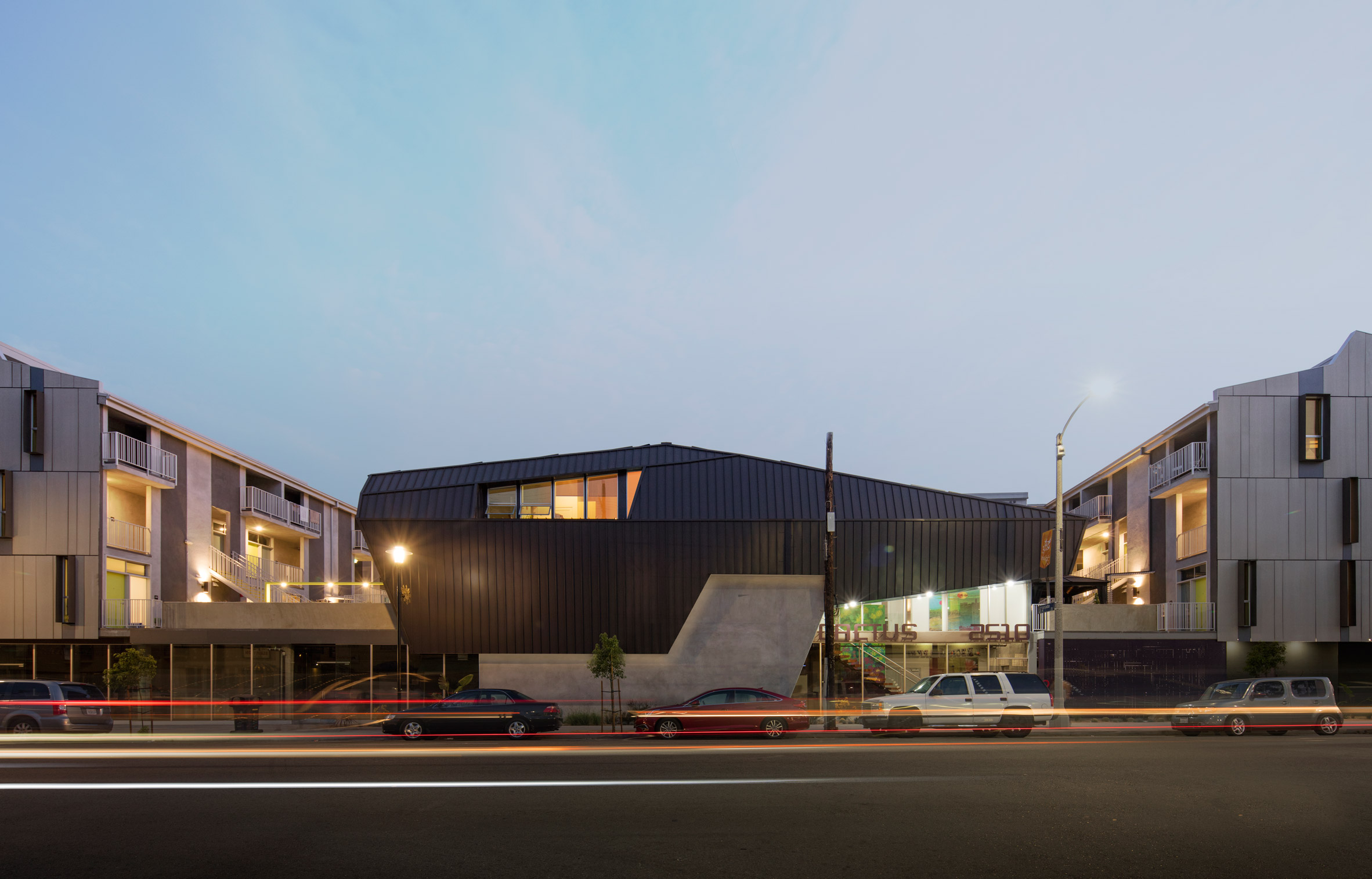 Tighe Architecture creates sculptural grey apartment building for LA's Filipinotown