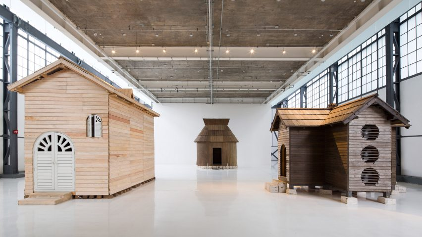 Tres Casas Extraordinarias by Kiyoto Ota