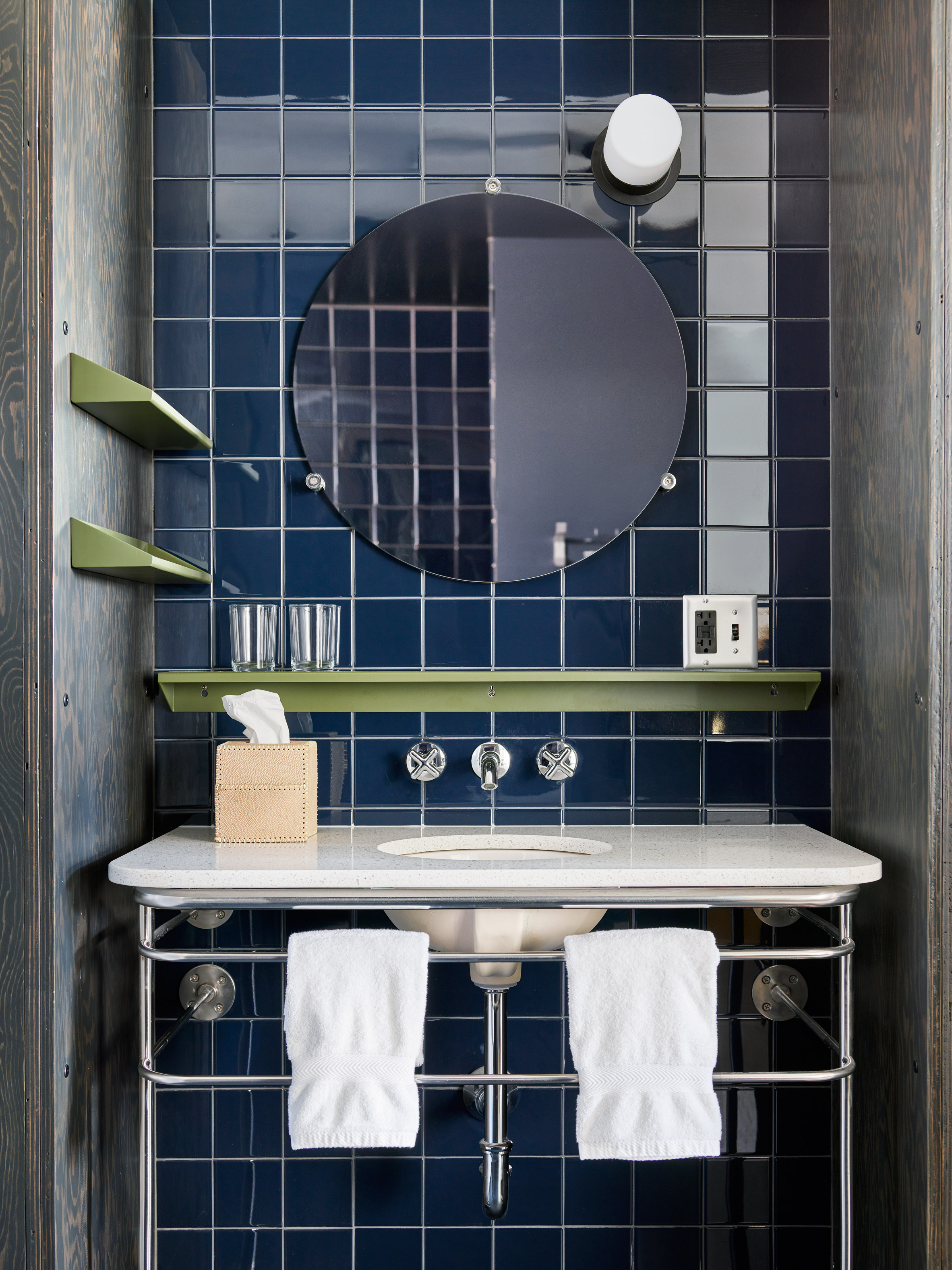 Ace hotel chicago features colourful mid century style for Ace hotel chicago design