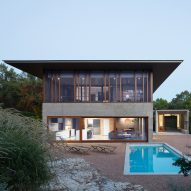 Balcones House curbs Texas heat with expansive overhanging roof