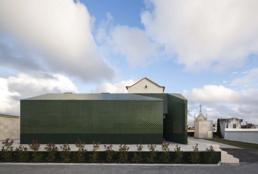 Cemetery toilet by M2. Senos Architects