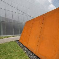Complexe sportif Saint-Laurent by Saucier Perrotte Architectes