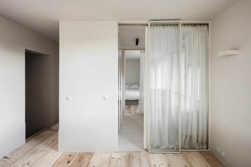 The apartment designed by interior architect Arjaan De Feyter is located within one of four new-build blocks called The Cube, which were developed by Brussels-based architecture firm Bogdan & Van Broeck.