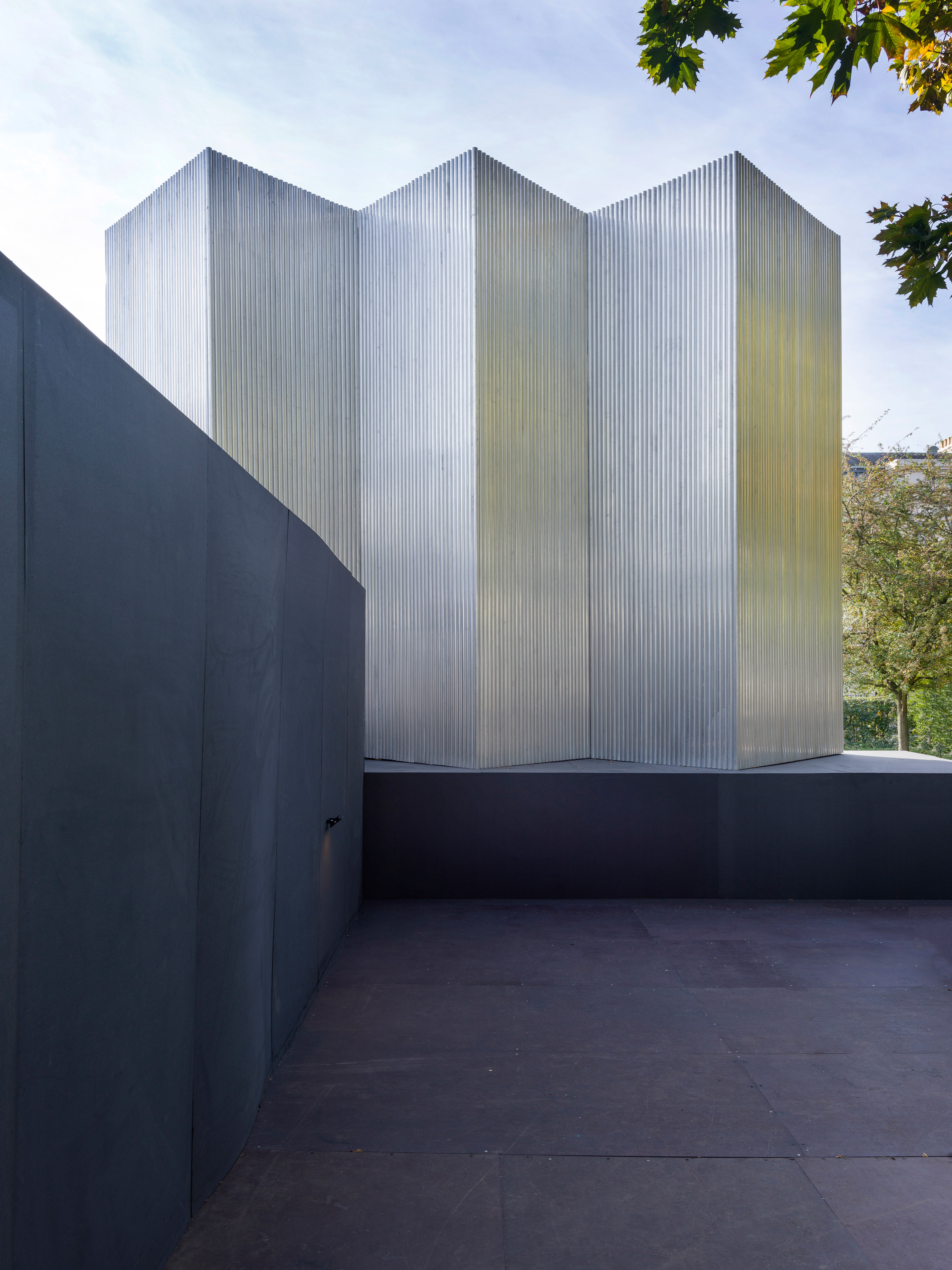 Universal Design Studio uses recycled aluminium to create sculptural entrance to Frieze London