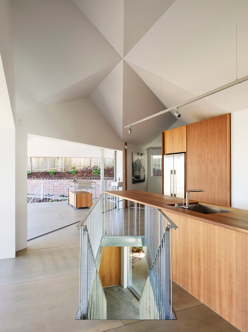 House in Hamilton in Queensland, Australia by Tato Architects