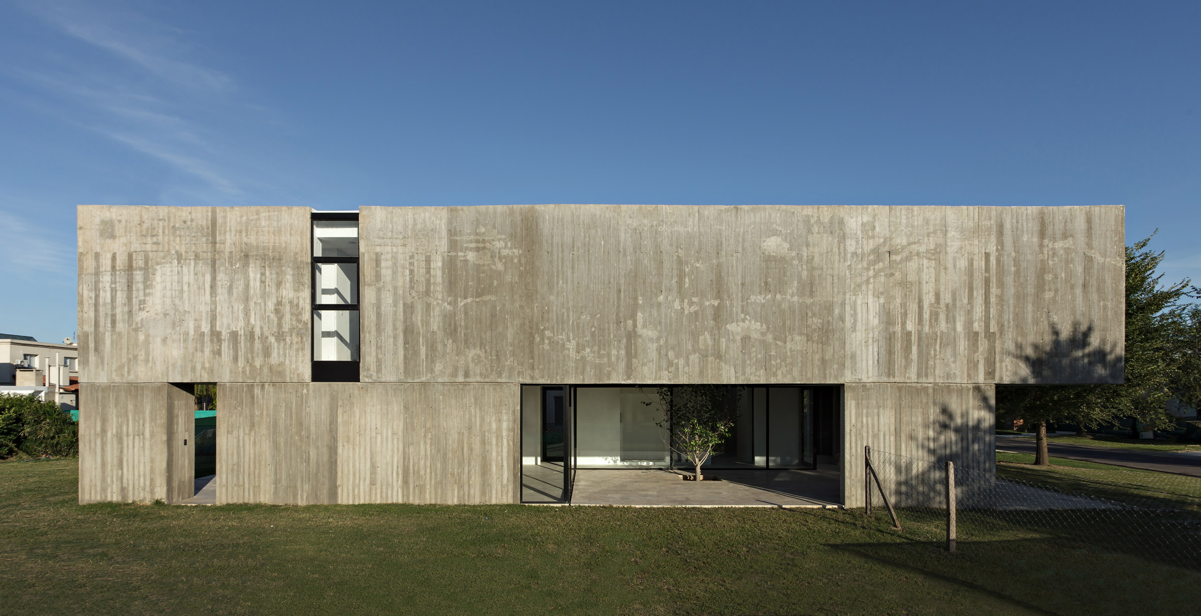 Concrete walls hide glazed courtyard at house in Buenos Aires