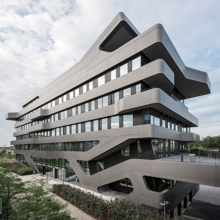 j rgen mayer h 39 s fom hochschule building features bulging balconies and seamless stairs. Black Bedroom Furniture Sets. Home Design Ideas