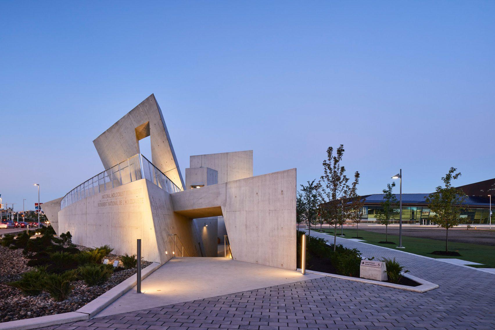 Первый в Канаде памятник Холокосту