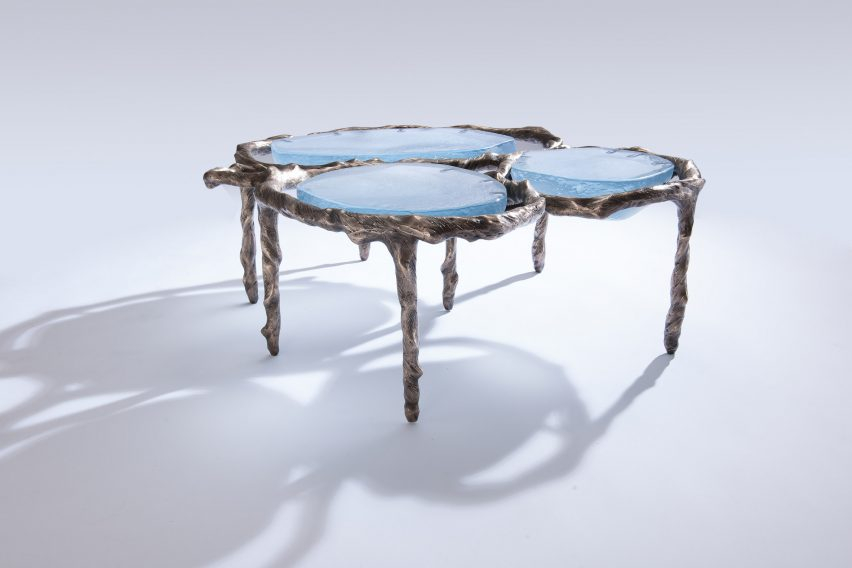 Sidetable Wit Met Glas.Atang Tshikare And Okha Combine Glass And Bronze To Create