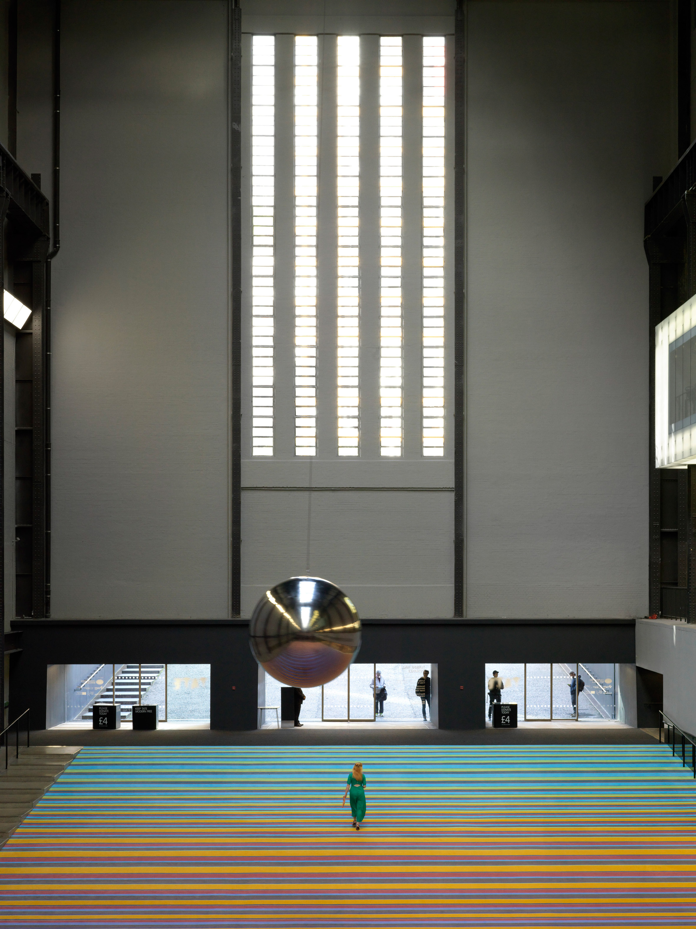 "Superflex installs dozens of swings at Tate Modern to ""combat social apathy"""