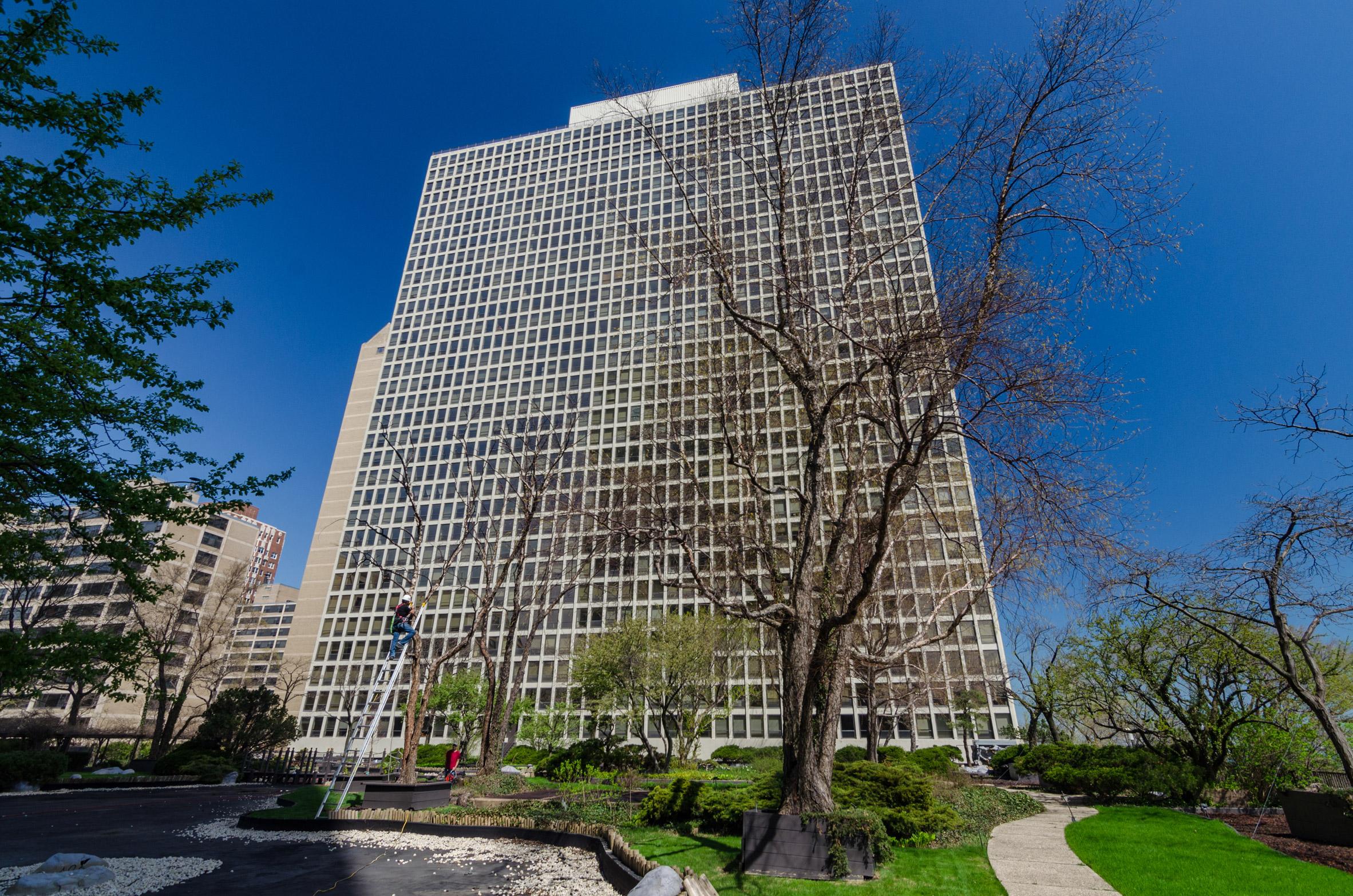 Regents Park Apartments by Dubin, Dubin, Black & Moutoussamy for Open House Chicago