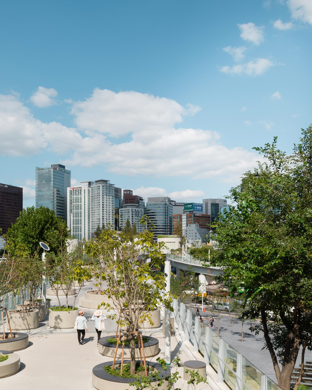 "MVRDV's ""Seoul High Line"" captured in new photographs"