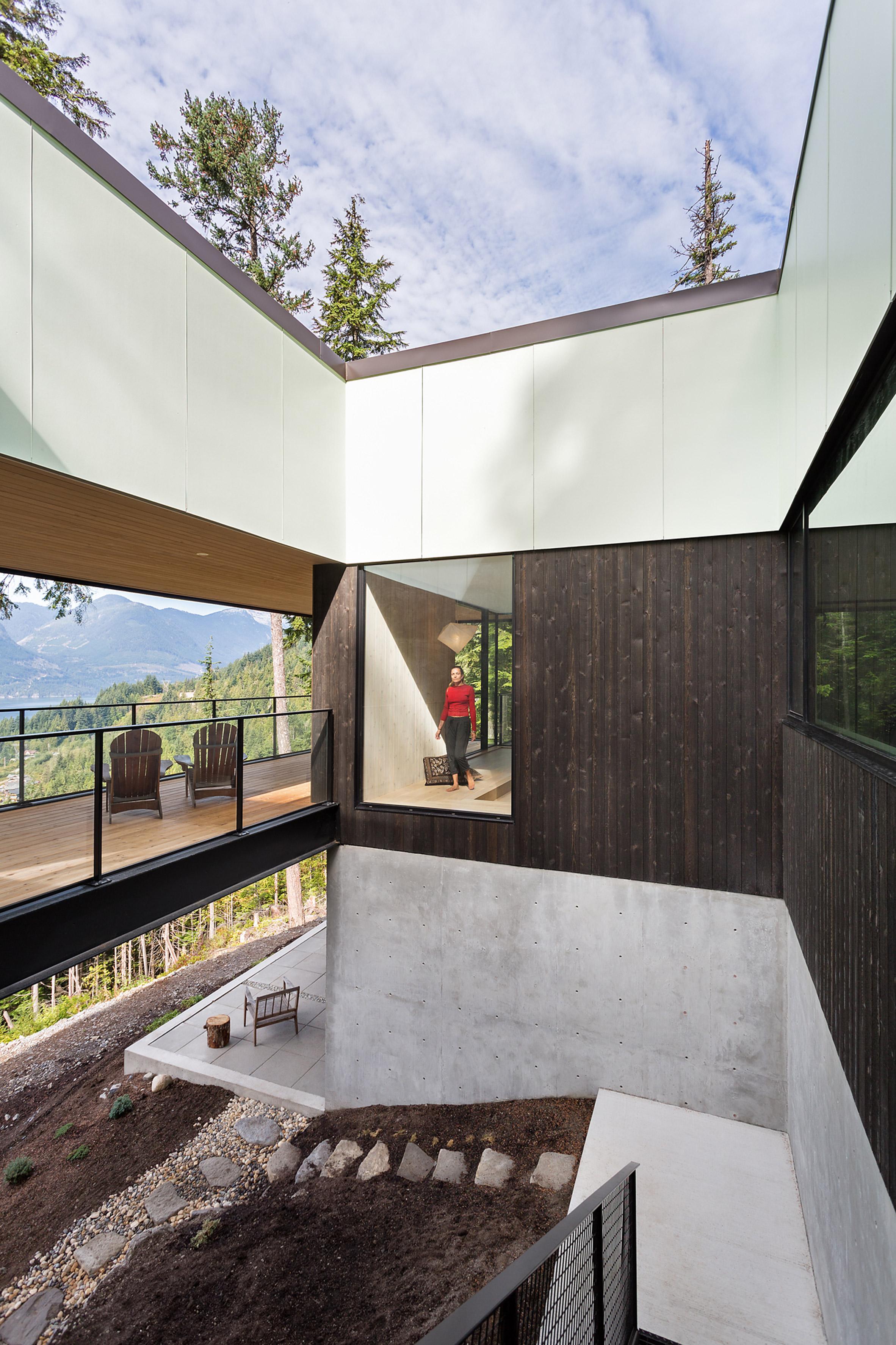 Stilt House by Hunter Office Architecture
