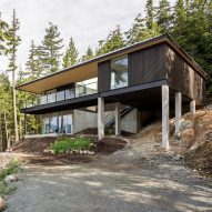 "Hunter Office Architecture uses Hindu ""science of architecture"" to arrange British Columbia house"