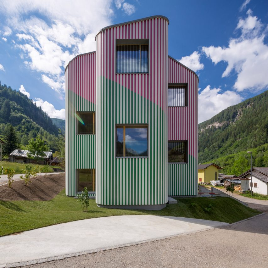 Green and pink stripes colour undulating walls of swiss for Architecture suisse