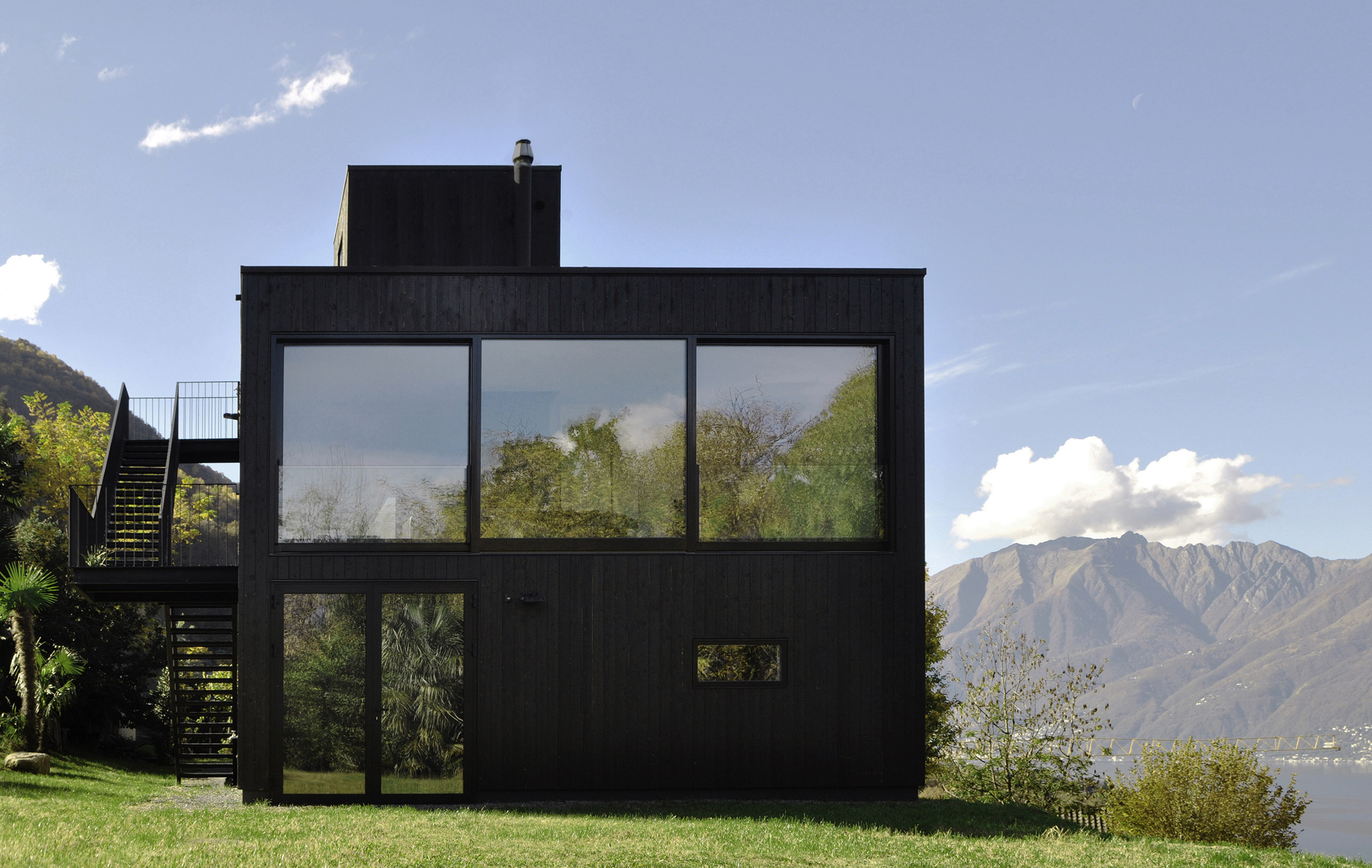 Prefabricated holiday home by Nicole Lachelle and Christian Niessen is clad in charred timber