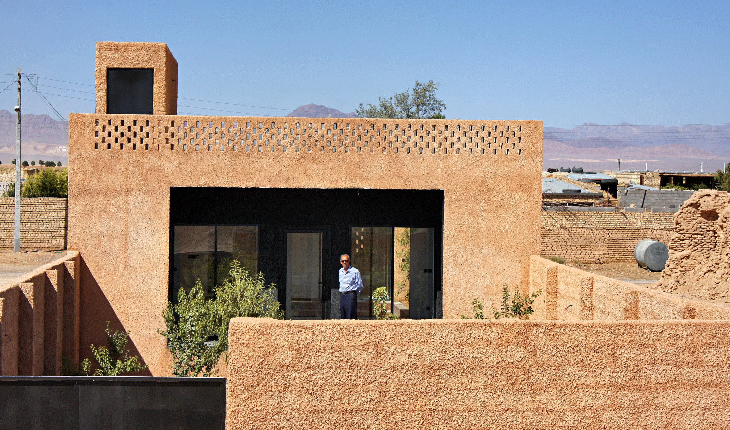 Sprayed render covers walls of rural Iranian house by Bam Architects