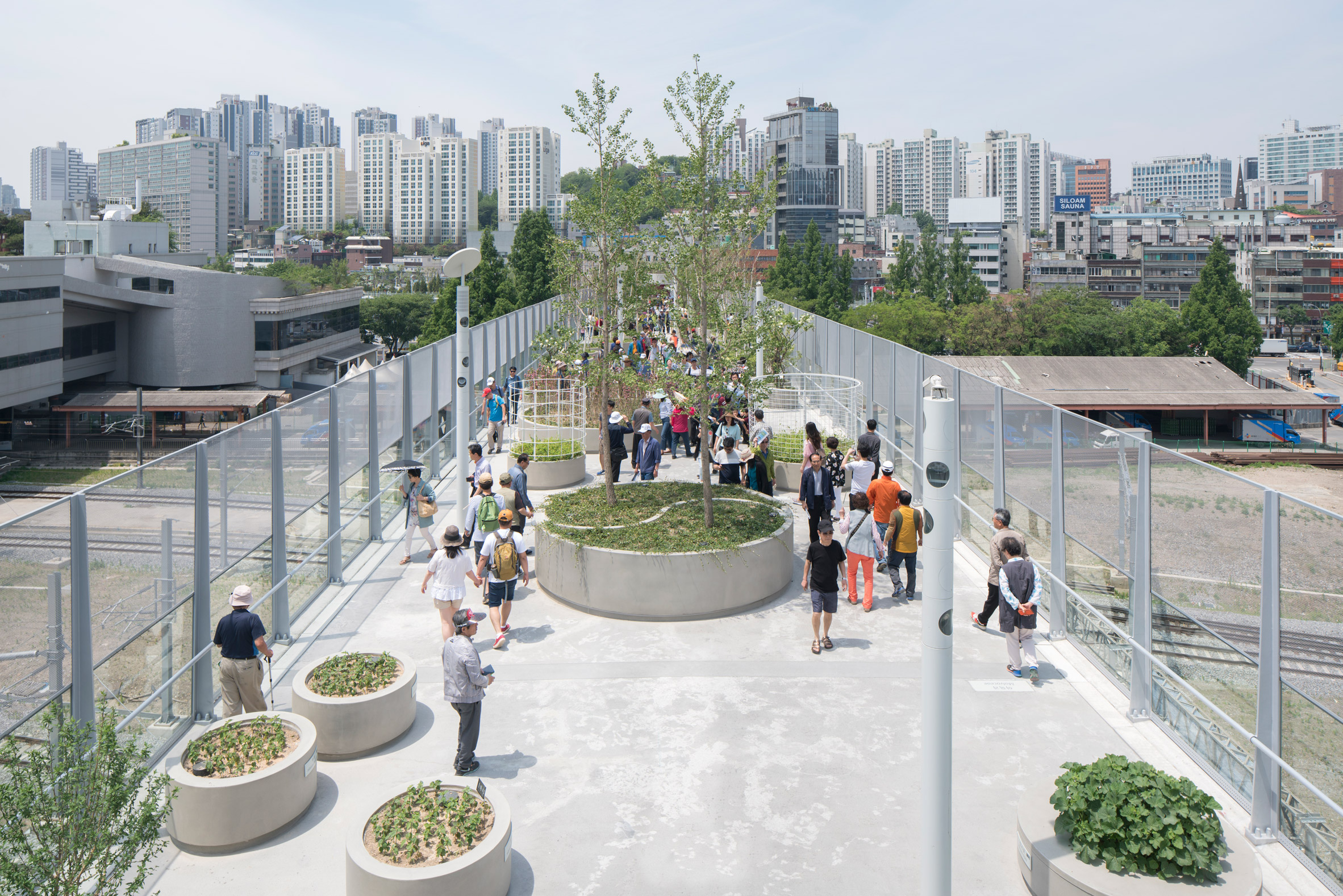 Tour the Seoul overpass that MVRDV converted into a plant-covered walkway