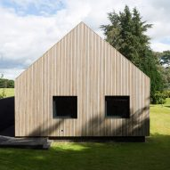 Wooden annexe by Hampshire-based architects Strom.