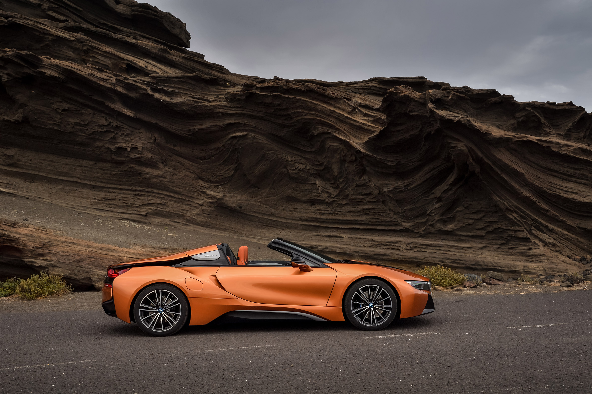 BMW unveils i8 Roadster at LA Auto Show