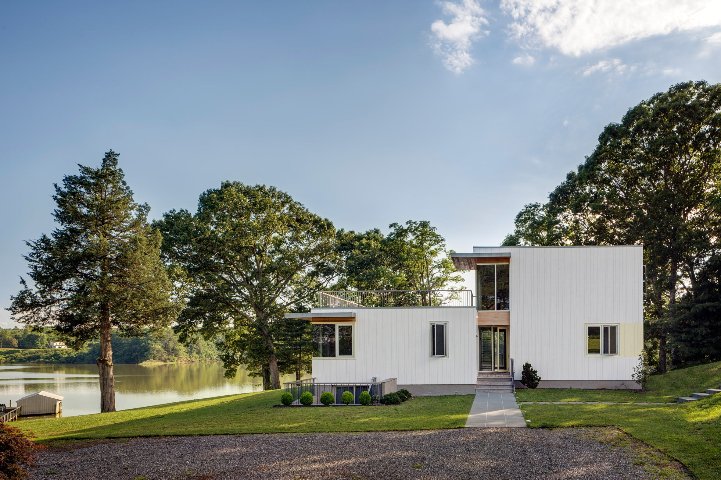BFDO redesigns waterfront house with rooftop garden in Virginia