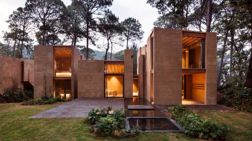 Soil-based render creates terracotta-coloured walls for Mexican forest houses by Taller Hector Barroso