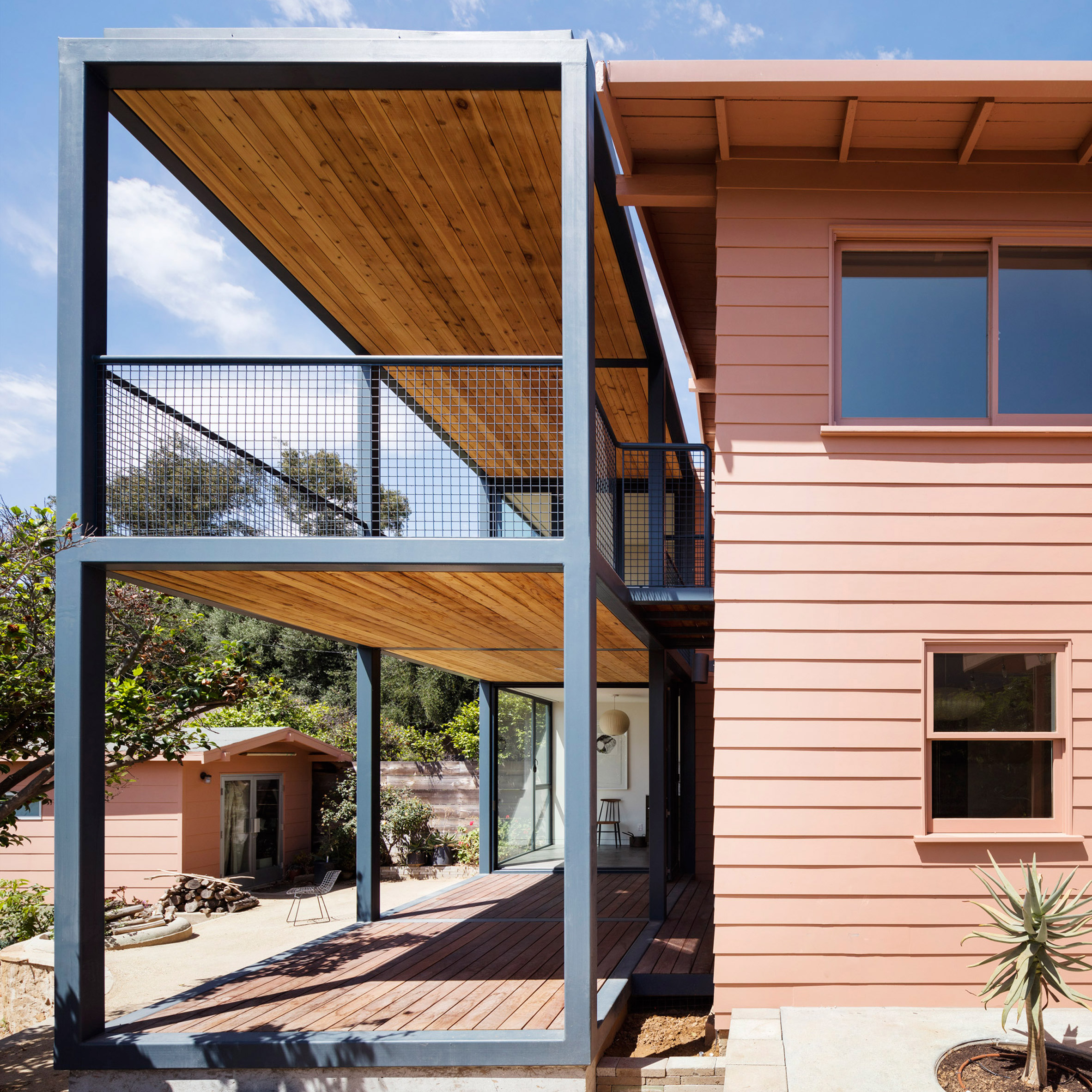 House design extension - Productora Adds Steel Frame Extension To Pink Bungalow In Los Angeles