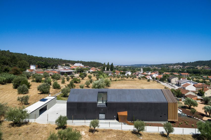 House in Ourem by Filipe Saraiva Arquitectos