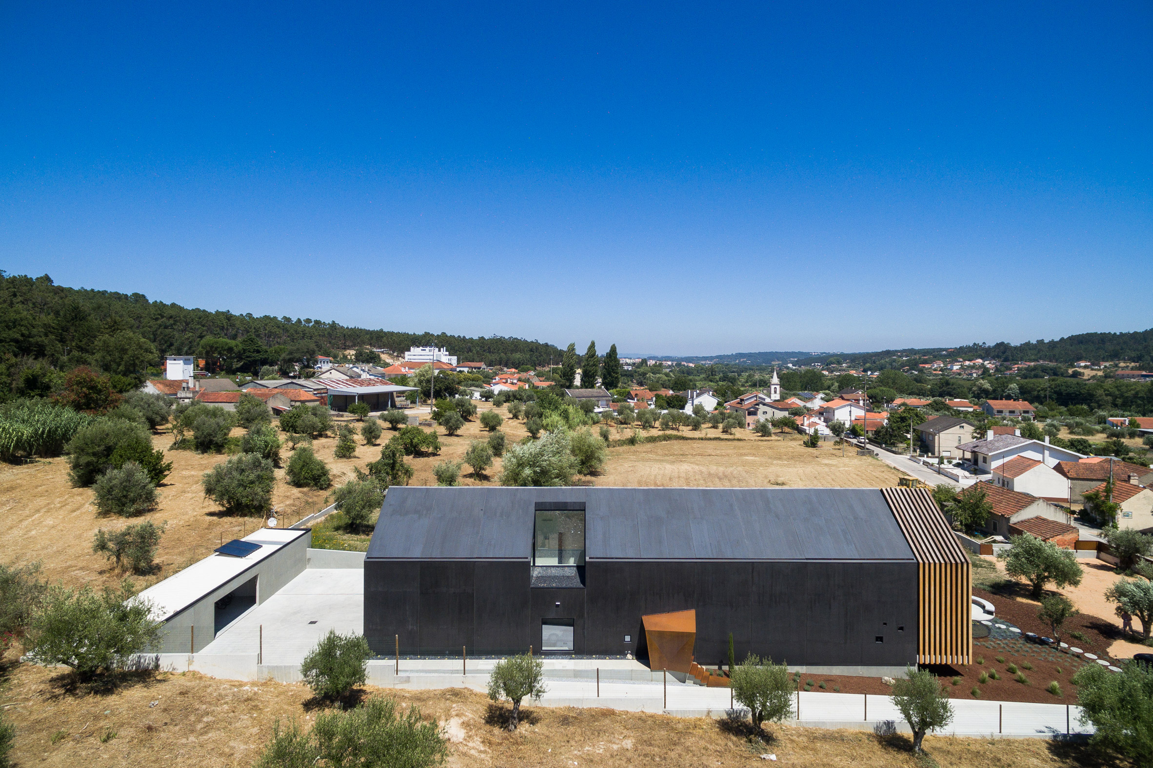 House in Ourem by Filipe Saraiva Arquitectos