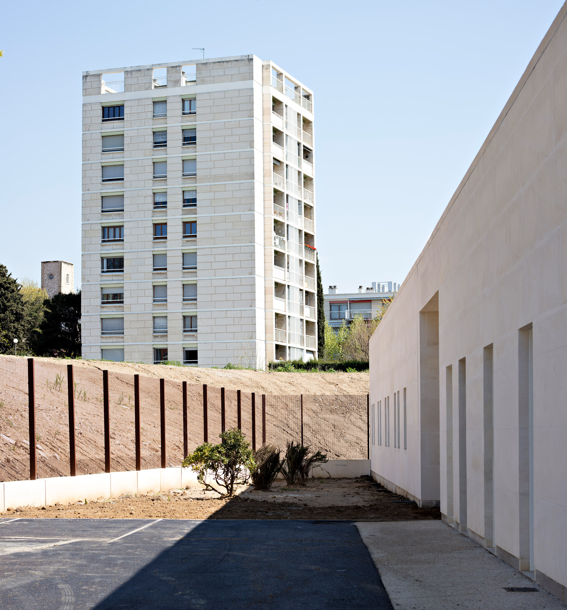 "Combas uses natural stone to build ""warm and robust"" juvenile detention facility in Marseilles"