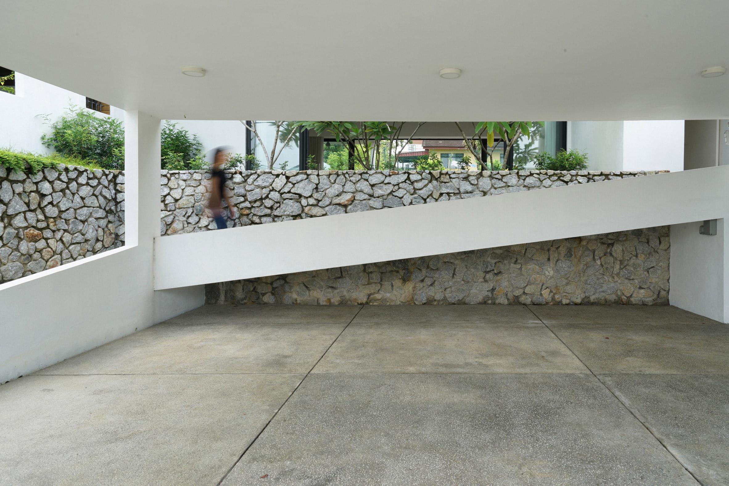 Knikno House by Fabian Tan Architect