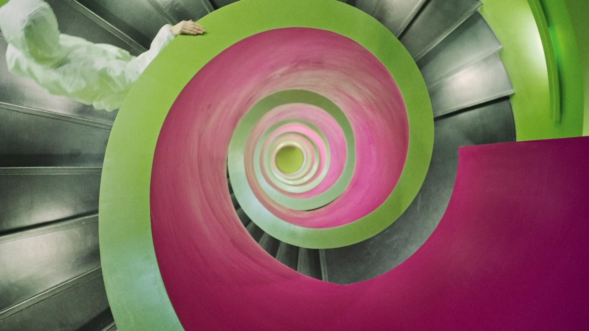 "Julian Rosefeldt celebrates ""anti-architecture"" in new movie Manifesto"