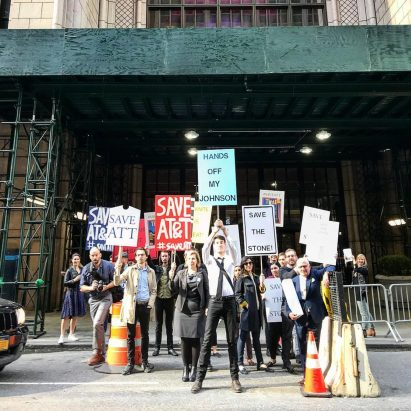 Architects protest at New York's AT&T Building