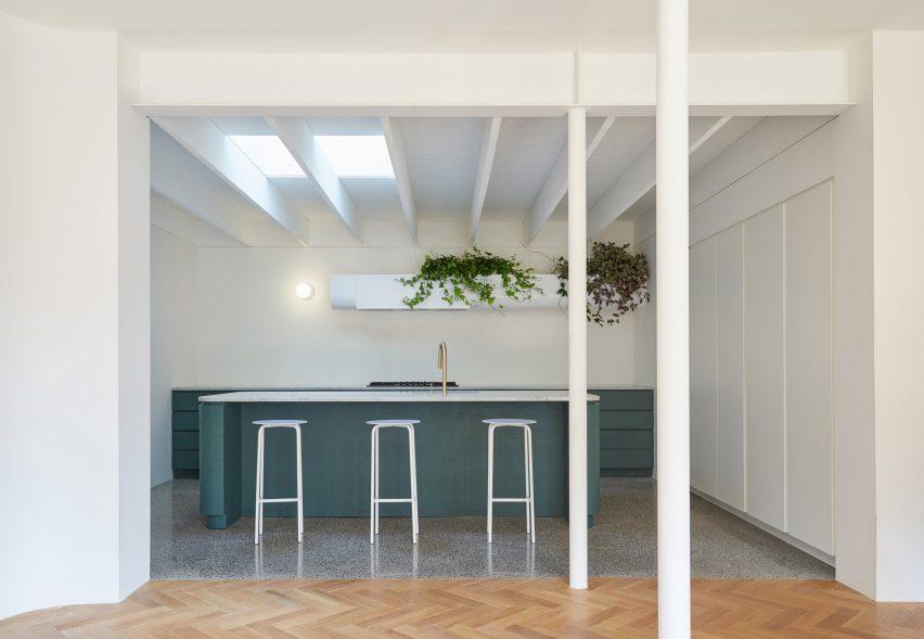 Villeneuve Residence by Atelier Barda architecture