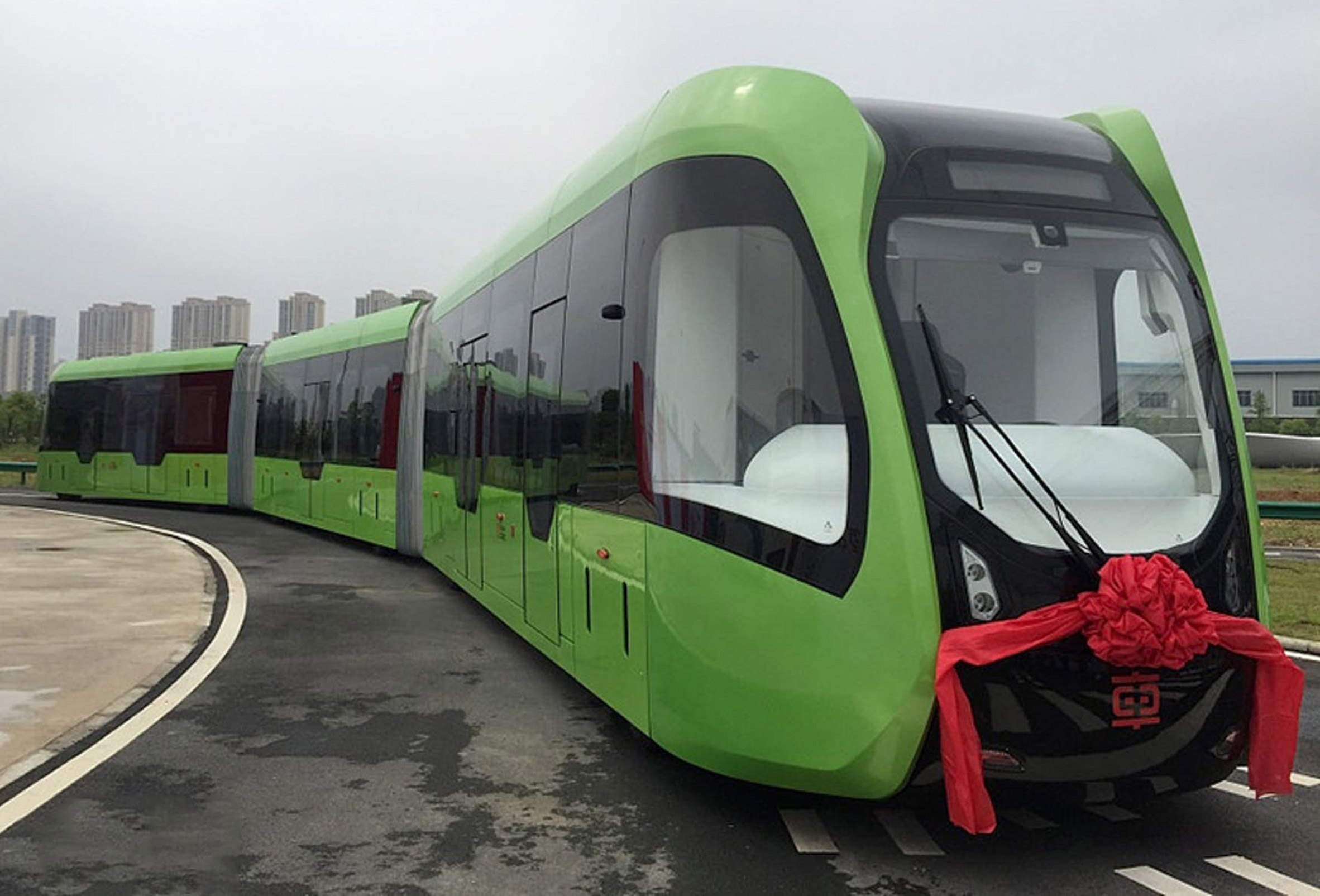 "Trackless, driverless ""rail bus"" takes to the roads in China"