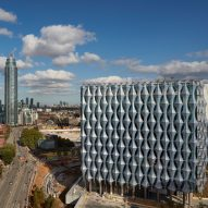 "Kieran Timberlake completes £750 million ""crystalline cube"" for US Embassy in London"