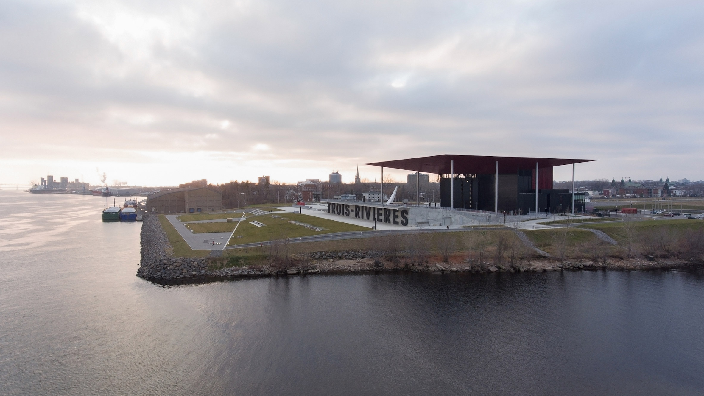 Paul Laurendeau covers Quebec amphitheatre with giant red roof