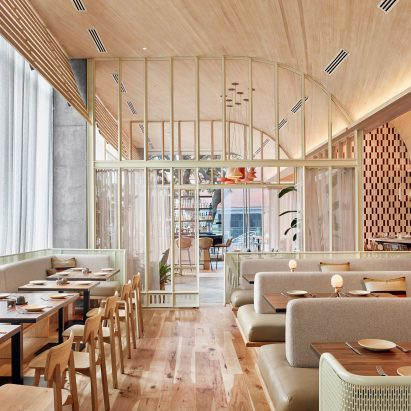 Great wooden ceiling curves over restaurant in austin by for Diventare interior design
