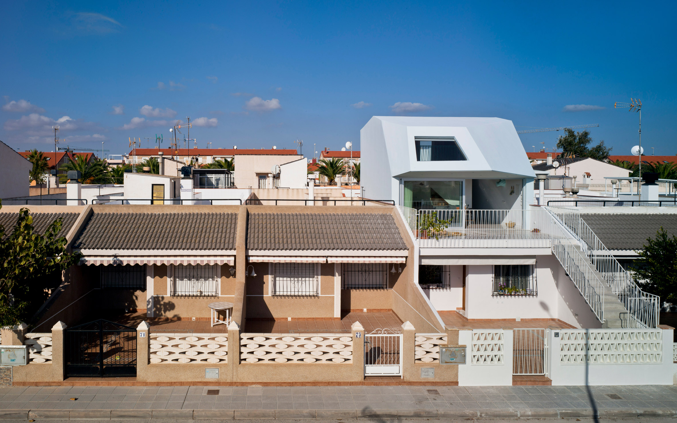 "Laura Ortín adds ""aesthetically disobedient"" extension to beachfront home in Spain"