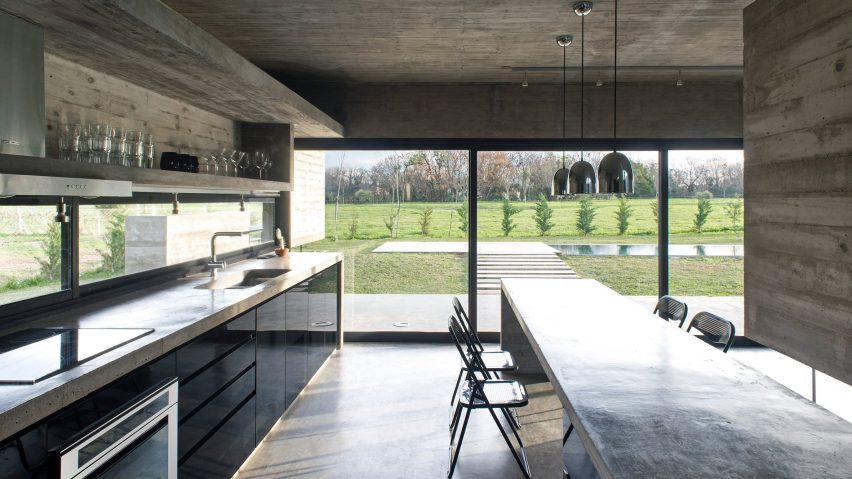 Delightful 10 Home Interiors That Make Use Of Board Marked Concrete
