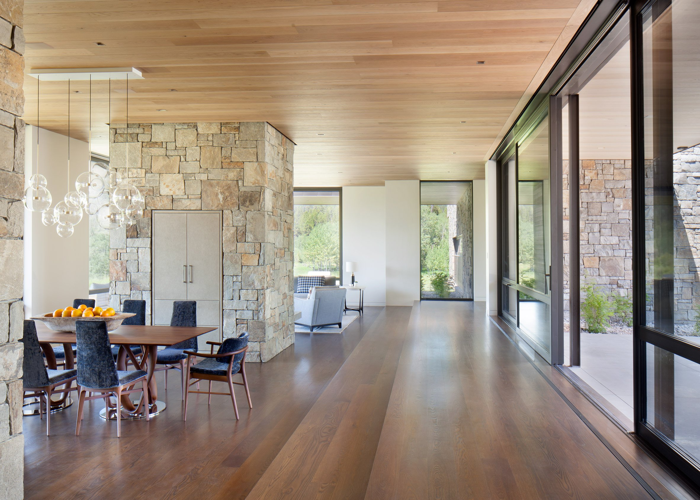 Crescent H by Carney Logan Burke Architects