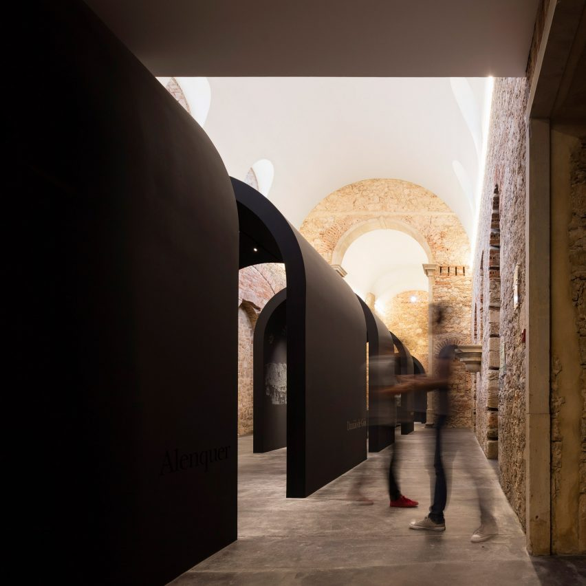 This restored church in Alenquer, central Portugal has been repurposed by Spaceworkers to include an arched exhibition space that commemorates the life and historical legacy of Portuguese philosopher and scholar Damião de Gois.