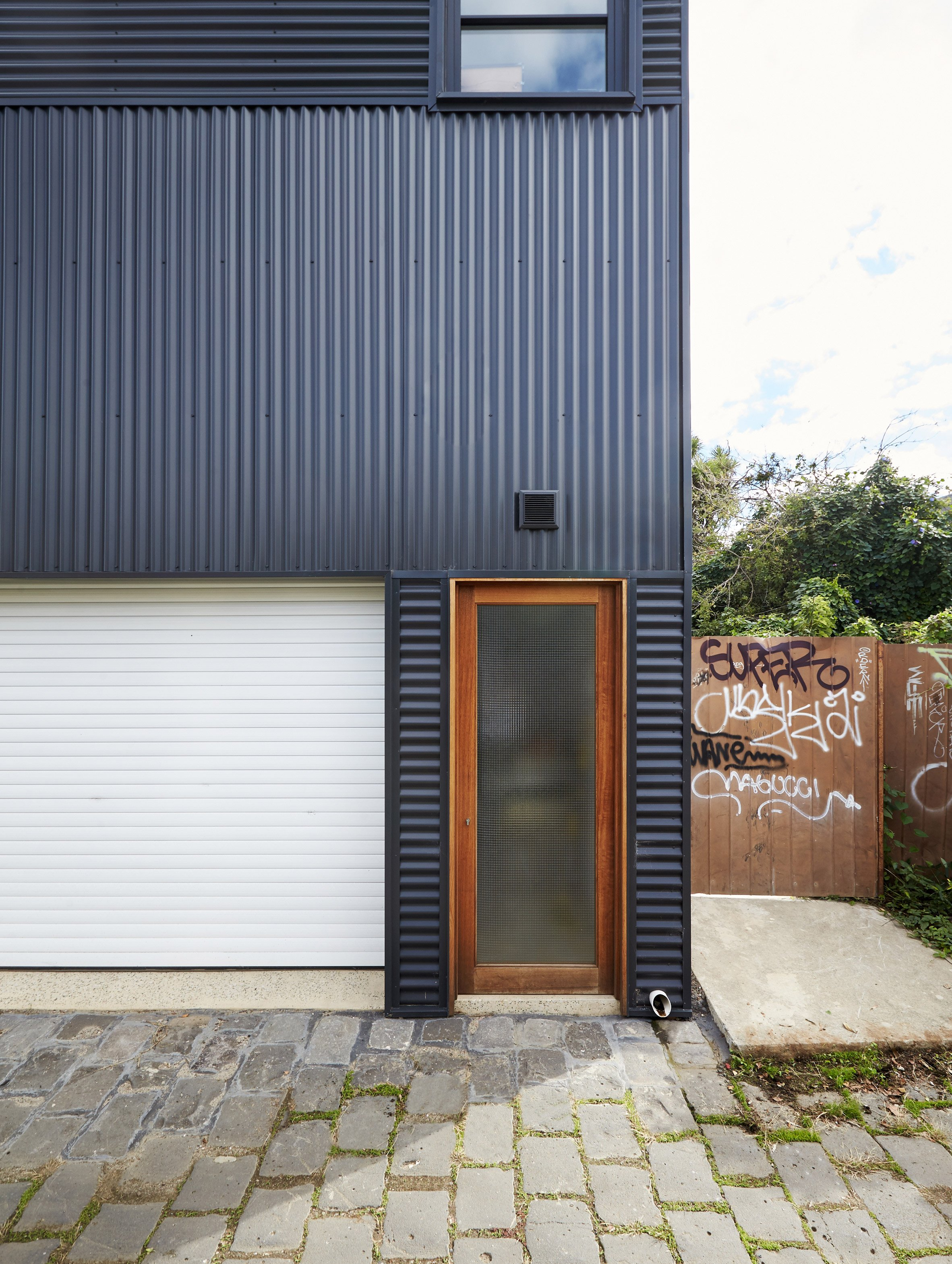 Garage House by Foomann Architects