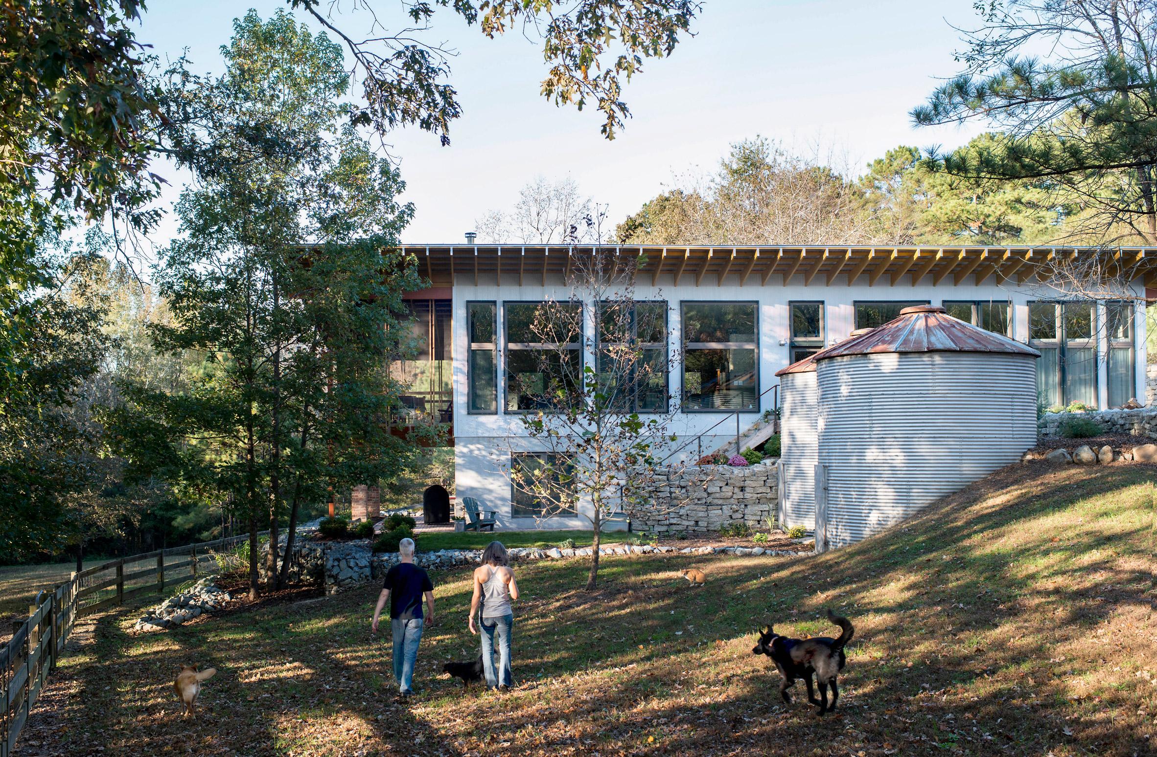 Horseshoe Farm Residence by Buildsense